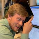 Rasmus Skovsal hjælper med generelle henvendelser i teknisk supporten